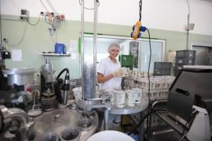 Praktikantin in der Molkerei Milchhof Große Kintrup