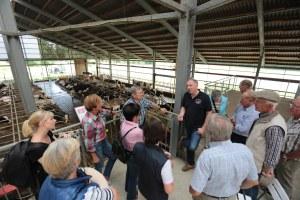Besucher auf der Besucherterrasse Milchhof Große Kintrup