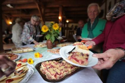 selbstgebackener Pflaumen- und Käsekuchen