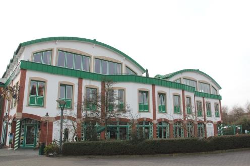 Die Firmenzentrale nahe des Vier-Jahreszeiten-Parks