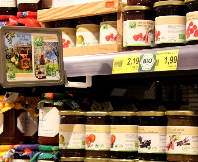 ...oder Marmeldaden von Bio Pur aus Coesfeld: regionale Produkte, die das Münsterland-Siegel tragen, sind bei Hubert Wilger überall zu finden.