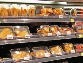 Hähnchenfleisch in vielen Variationen wird täglich in der Küche zubereitet.