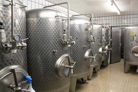 In den 18 Lagertanks befinden sich die Biere nach der Hauptgärung fünf bis dreizehn Wochen.