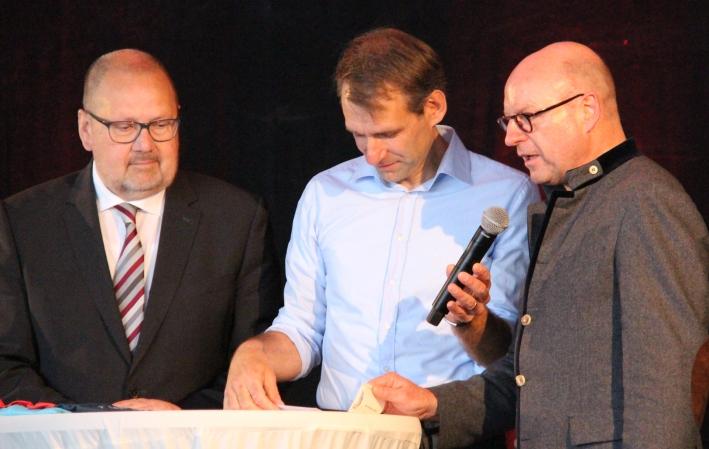 """Münsters Oberbürgermeister Markus Lewe (r.) lobte explizit """"das wunderbare münsterländische Essen"""" und schickte ein """"großes Dankeschön an die Küche""""."""