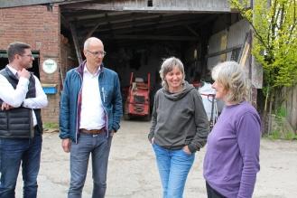Heiko Weitenberg und Tom Kliewe bei Hilde Schiller und Martha Steinhorst vom Laakenhof.