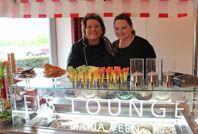 Lisa (l.) und Alina Kranz von der Eis Lounge Maria Veen aus Reken.