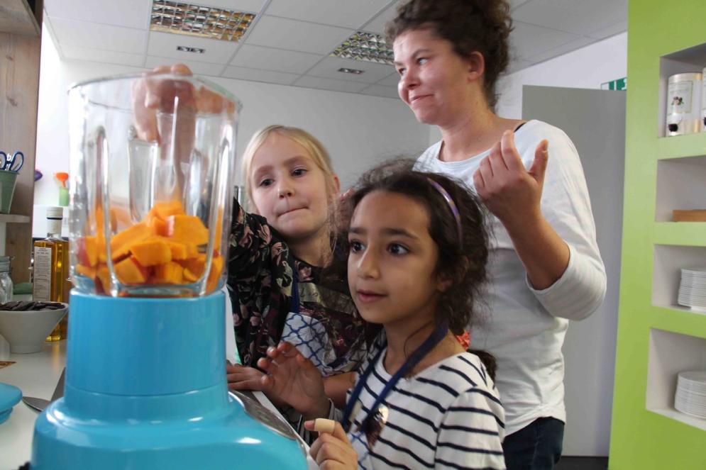 Simone Brosius-Grabein, Leiterin der OGS an der Grundschule Sprakel, begleitete die Kinder beim Ausflug in die Artcuisine.