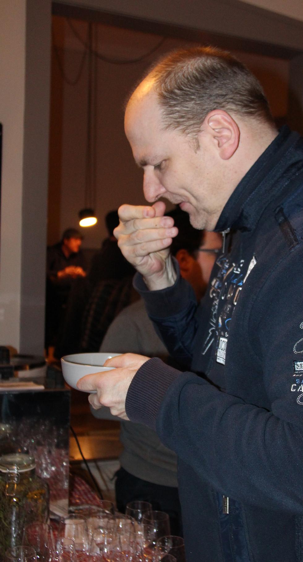 Geschmack entsteht über den Geruchssinn: Die Gäste durften sich selbst überzeugen.