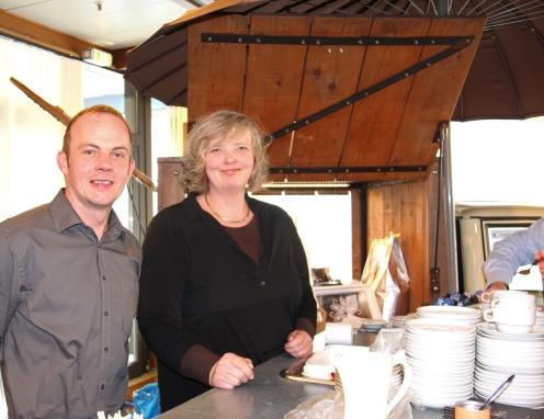Rolf und Ute Kampshoff am Stand von Imping Kaffee.