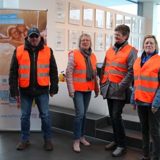 Gespannt auf den Besuch (v.l.): Werner Schiffgen, Gewinnerin Petra Schoenfeld, Petra Brüning und Elisabeth Werner.