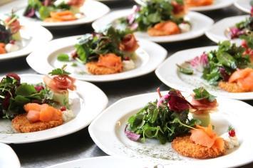 Saisonale Köstlichkeiten mit Lachs. Foto: Naundrups Hof